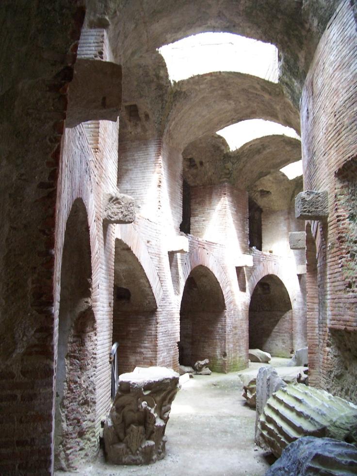 Flavian_Amphitheater_(Pozzuoli)_-5